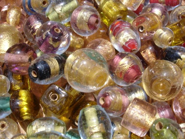 Perles en verre et feuille d`or