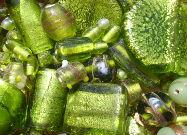 Perles artisanales en verre vert